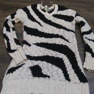 Long had knit sweater